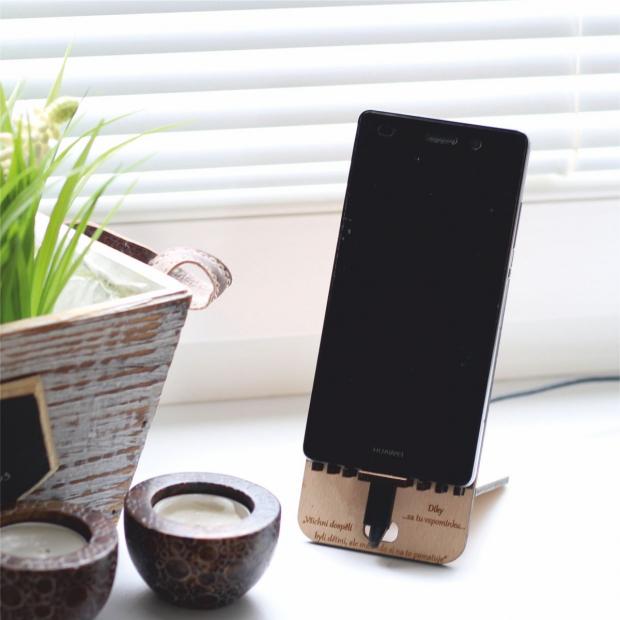 Stojan na mobil s vlastním potiskem a gravírováním I. Stojánek na mobil s vlastním potiskem a gravírováním I.
