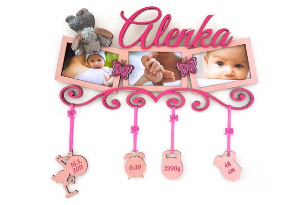 Dekorace s rámečkem k oslavě dne, kdy se zastavil čas Fotorámeček na více fotek s vytisknutým oblíbeným motivem dítěte