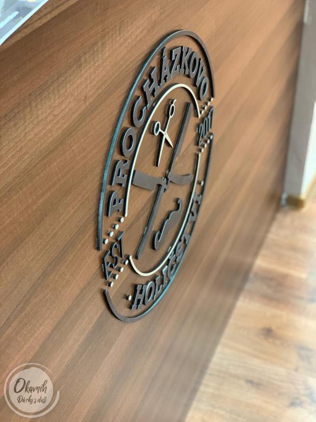 Logo Vaší jedinečné firmy - vygravírované a naladěné do přesných barev a odstínů Výroba loga Vaší firmy ze dřeva - vygravírované a naladěné do přesných barev a odstínů