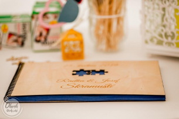 Kniha hostů pro Vaši nezapomenutelnou svatbu Dřevěné svatební fotoalbum