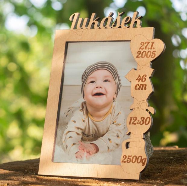 Rámeček k narození miminka s údaji o narození vpravo Fotorámeček s údaji o narození dítěte