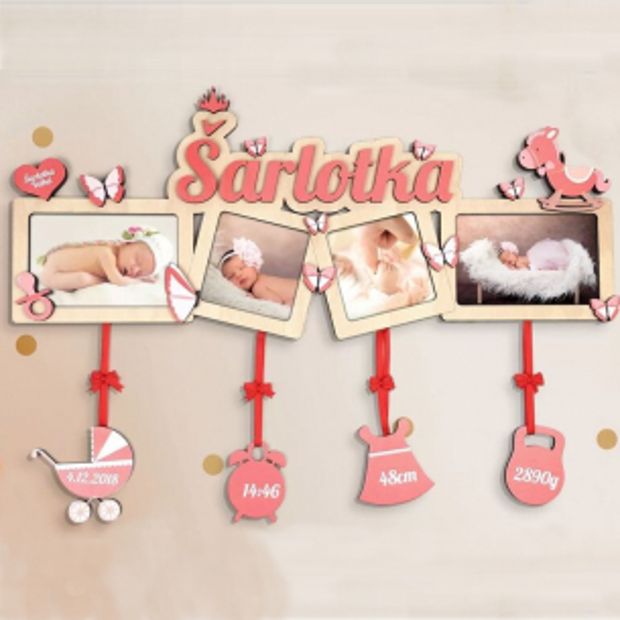Dekorace ve formě čtyřrámečku s motýlky a koníkem Fotorámeček na více fotek k narození dítěte s motýli, koníkem a jménem dítěte