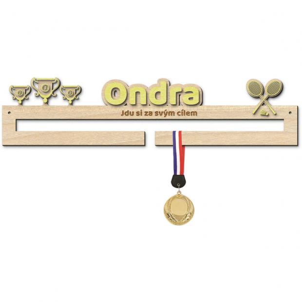 Věšák na medaile pro úspěchy v badmintonu s vlastním jménem a mottem pro začínající sportovce Věšák na medaile badminton - se jménem, střední, s fotorámečkem