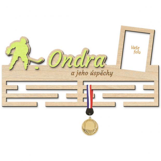 Věšák na medaile s rámečkem pro ambiciozního hokejistu Věšák na medaile hokej - se jménem, velký, s fotorámečkem
