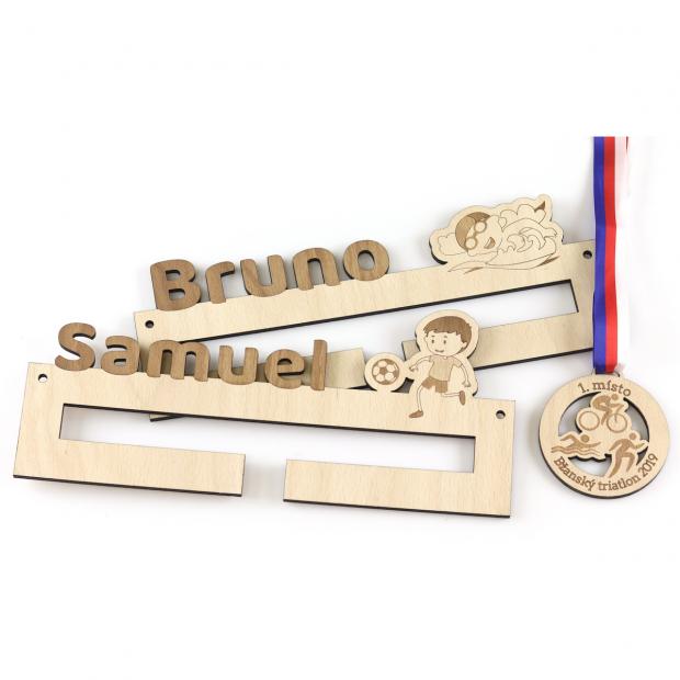Věšák na medaile pro ty nejmenší fotbalisty Věšák na medaile fotbal - pro juniory, se jménem