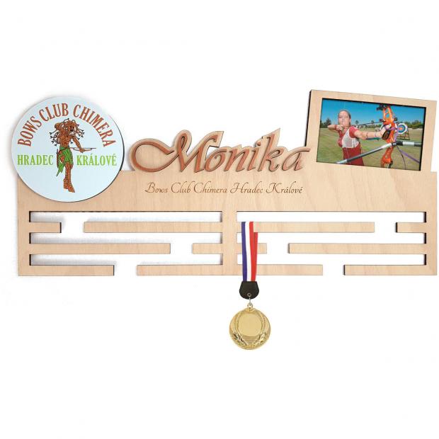 Věšák na medaile Lukostřelba s logem vlastního klubu Věšák na medaile lukostřelba - se jménem, velký, s fotorámečkem a logem týmu