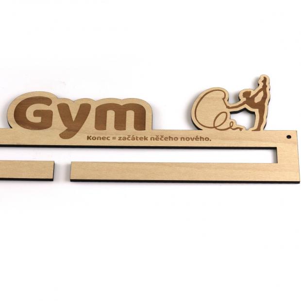 Věšák na medaile s motivem moderní gymnastiky s vlastním jménem a mottem Věšák na medaile moderní gymnastika - se jménem, střední