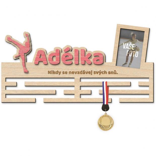 Věšák na medaile pro ty nejnadanější krasobruslařky Věšák na medaile krasobruslení - se jménem, velký, s fotorámečkem