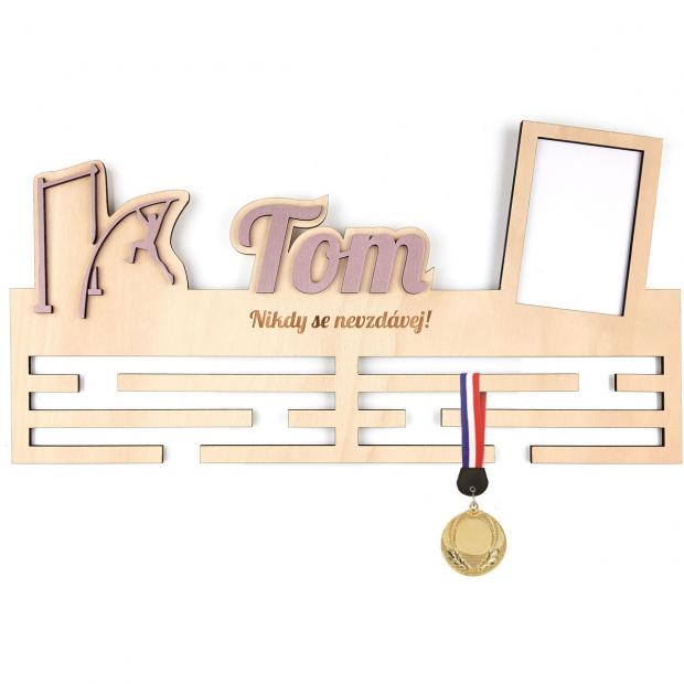 Věšák na medaile s rámečkem pro skokany o tyči Věšák na medaile skok o tyči - se jménem, velký, s fotorámečkem