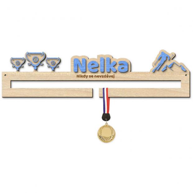 Věšák na medaile pro sjezdové lyžaře Věšák na medaile sjezdové lyžování - se jménem, střední