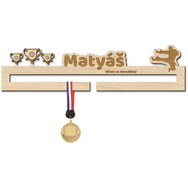 Základní věšák na medaile pro karatisty Věšák na medaile karate - pro muže, se jménem, střední