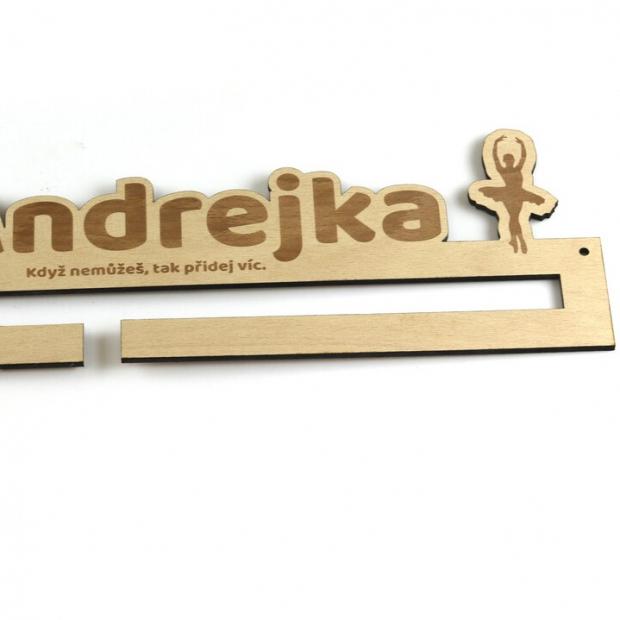 Základní věšák na medaile pro tanečnice baletu se jménem a mottem Věšák na medaile balet - se jménem, střední