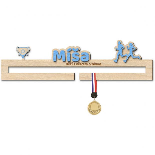 Věšák na medaile pro úspěchy v běhání s vlastním jménem a mottem pro začínající sportovce Věšák na medaile v běhání se siluetami běžců - se jménem , střední