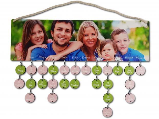 Rodinný kalendář s potisknutou fotografií na dřevě Rodinný kalendář s potisknutou fotografií na dřevě